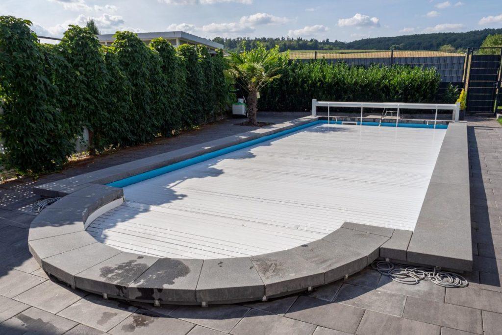 Одного покрытия для бассейна недостаточно, чтобы нагреть бассейн.