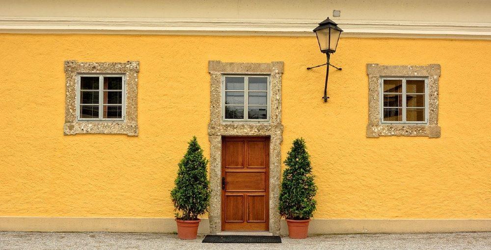 Чем можно отделать фасад дома: облицовка, материалы