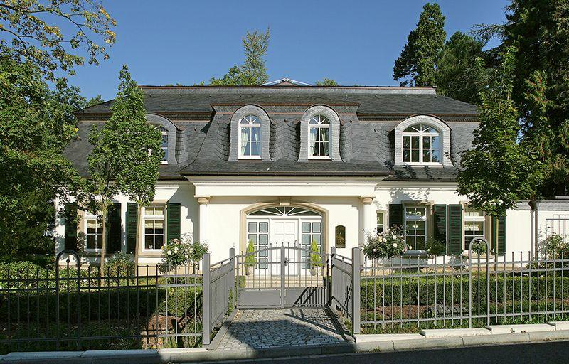 форма крыши по немецкой технологии: Благородный вид виллы:мансардная крыша