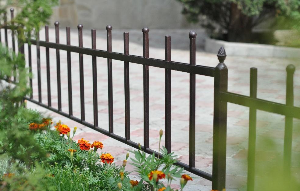 Металлический садовый забор
