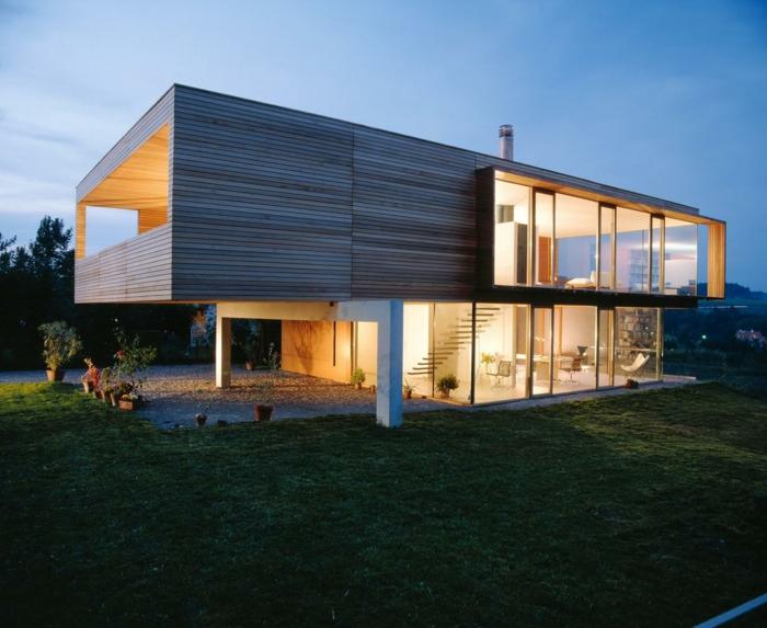 Фасад современного дома из дерева